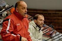 Nový asistent trenéra Arpád Györi (vpravo) po boku tehdejšího kouče HC Tábor Vladimíra Kýhose.
