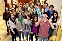 OCENĚNÍ. Šestatřicet studentů z táborské obchodní akademie se zapojilo do mezinárodního projektu Bell.  V březnu zástupci školy převezmou v Lisabonu cenu za podporu Fair  trade.
