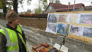 Tým archeologů Husitského muzea v Táboře na dně Farského rybníka v Plané nad Lužnicí pracuje již od srpna.