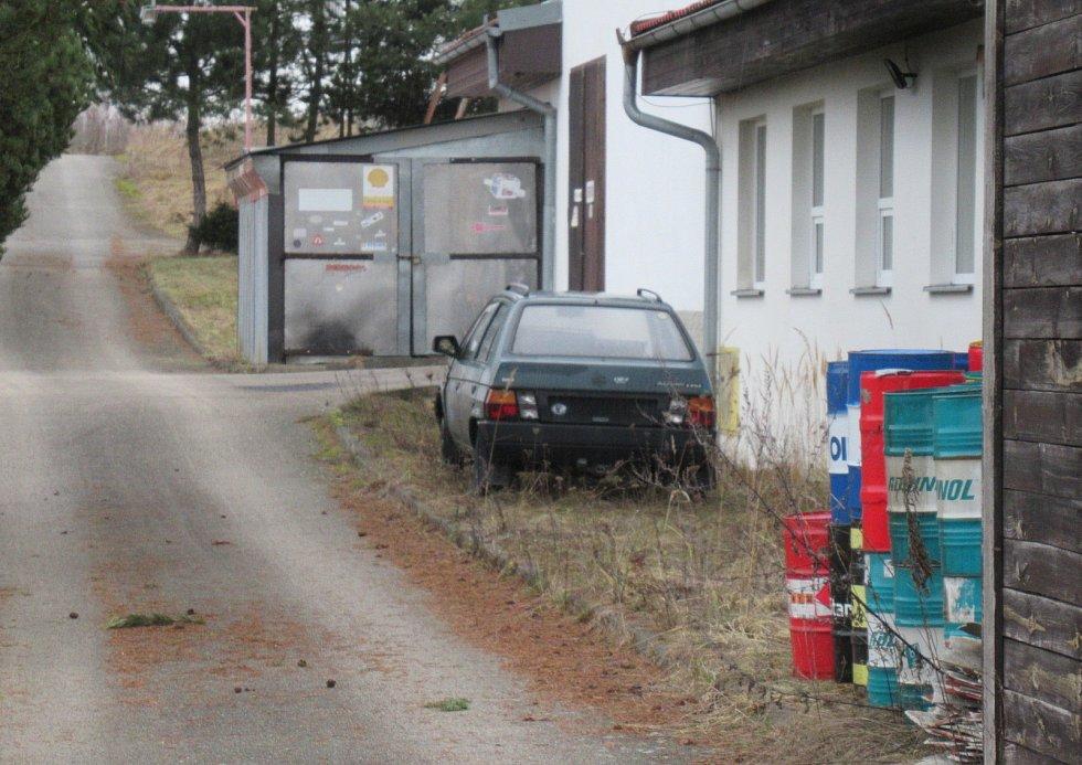 Dlouhodobý spor o sjezd k motocentru bratrů Bratránkových se dočkal dalšího zvratu. ŘSD pozemek vyvlastnilo.