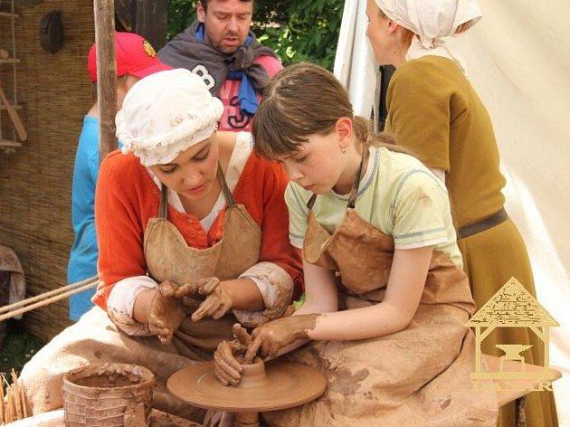 Návštěvníci se seznámí s řadou historických řemesel. (Foto: Danar)