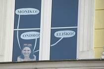 Základní škola Chýnov přišla s originálním nápadem. Školní pedagožka s vedením zrealizovala nevšední výzdobu budovy na Gabrielově náměstí.