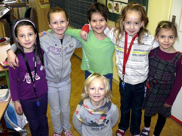 Na otázky odpovídaly prvňačky  Aneta, Adéla, Lenka, Karolína, Kateřina a Bára z Plané nad Lužnicí.
