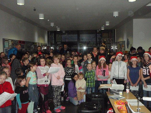Santa Claus v táborské škole.
