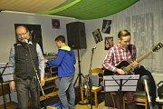 Kapela MexWave z Meziříčí na hudební zkoušce.