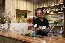 Martin Gröhling provozuje hostinec Na Růžku už několik let a za tu dobu z něj dokázal vybudovat místo, kde lidem chutná a kam se rádi vracejí.