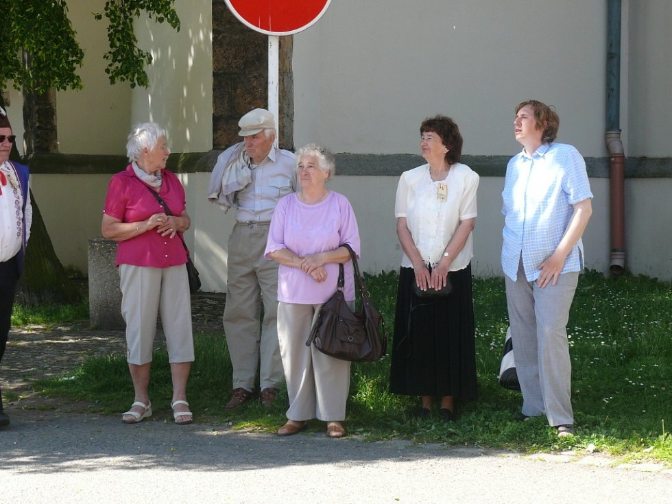 Krojovaný průvod baráčníků v Soběslavi k 85. výročí založení obce