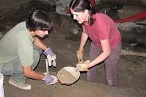 Archeologové v muzeu