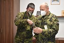 Rotmistr Roman Fittl s velitelem 152. ženijního praporu pplk. Tomášem Hurtou