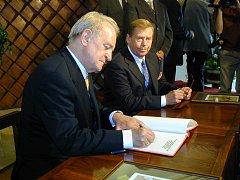 Soukromou školu navštívil Václav Havel s kolegou Johannesem Rauem z Německa.