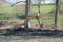 Odbahněný rybník Dítě v Sedlečku bude sloužit i ke koupání.
