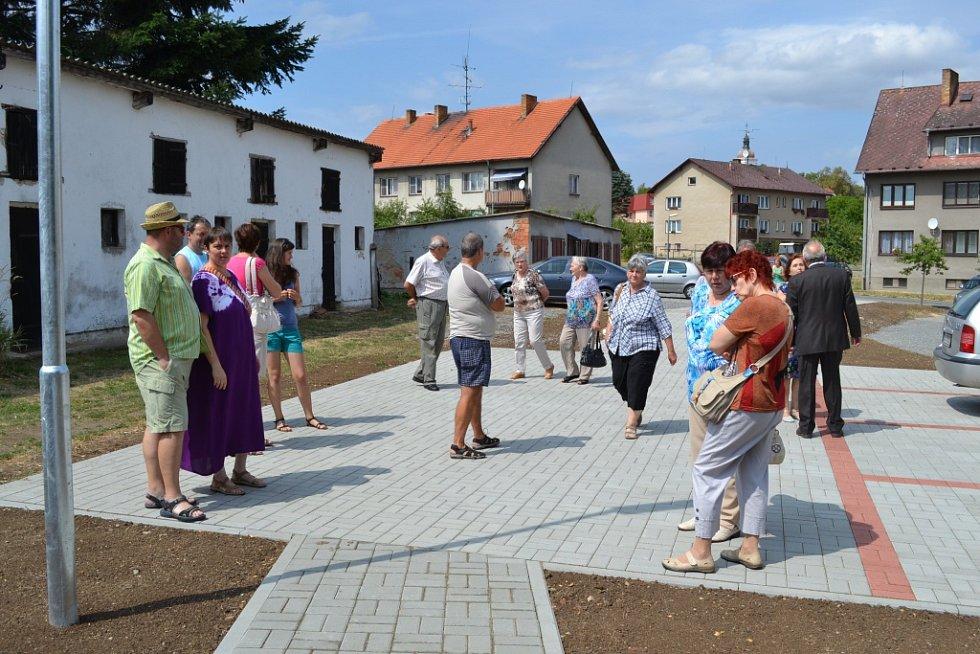 Chotovinské slavnosti s představením nového domu s podporovaným bydlením.