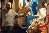 Prácheňské muzeum zahájilo sezonu textilem, putovní výstava nyní finišuje i v Bechyni.