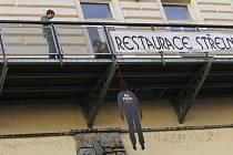 Symbolizovali popravené lidi za minulého režimu