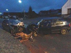 Při střetu dvou aut v Košicích na Táborsku zemřel mladý řidič.