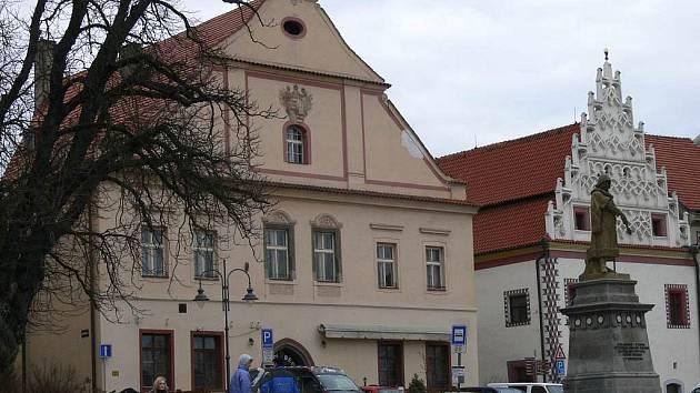 Beseda na Žižkově náměstí.