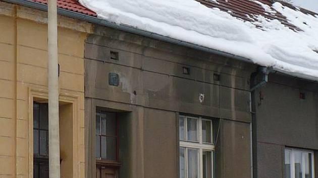 Nebezpečné sněhové převisy- ilustrační foto.