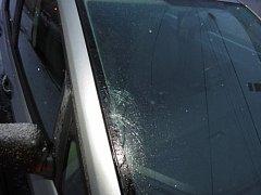 V Raděticích na Táborsku v pondělí auto srazilo chodkyni. Žena v nemocnici na následky zranění zemřela.