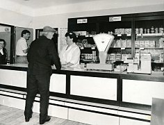 Prodejna v Bělči v roce 1988.