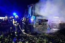 V úterý 11. února po 6. hodině ráno hořel traktor v Dlouhé Lhotě. Vyšetřovatel hasičského záchranného sboru vyčíslil škodu na 2 miliony korun.