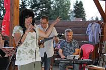 Soběslavské Setkání s hudbou v pátek okořenila sestava Domácí výroba, která si přizvala Elenu Sonenshine.