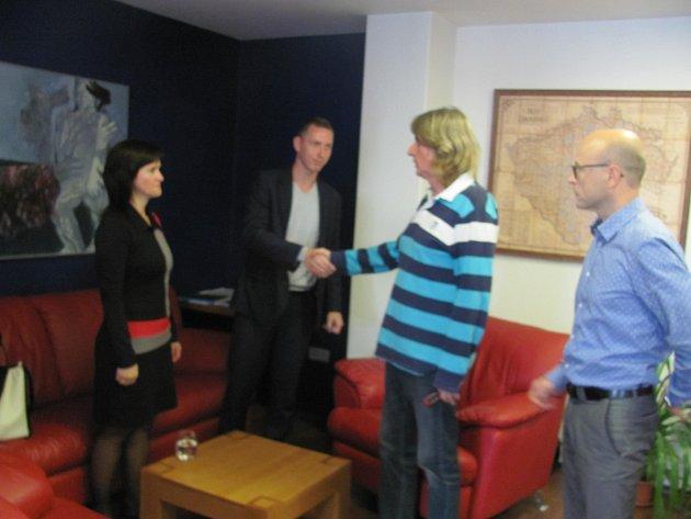 Včera se v kanceláři soukromé firmy setkali vyjednavači z Tábora 2020 – Jiří Fišer a Petr Havránek a z  ANO 2011 Radka Maxová a Petr Novák.