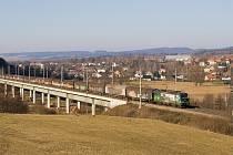 Ilustrační foto. Celá posprejovaná souprava nákladního vlaku.