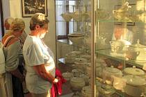 V pátek 13. září zahájili v Muzeu a galerii Fara výstavu Staré polévkové mísy a váhy našich prababiček.