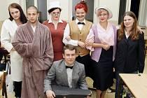 Soulad s dobou vzala většina studentů vážně a oblékla se do kostýmů. Někteří však dali přednost přípravě na noc a vybavili se župany.