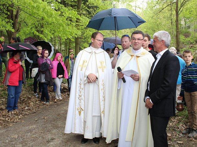 Soběslav má novou křížovou cestu. V sobotu jí požehnal generální vikář.