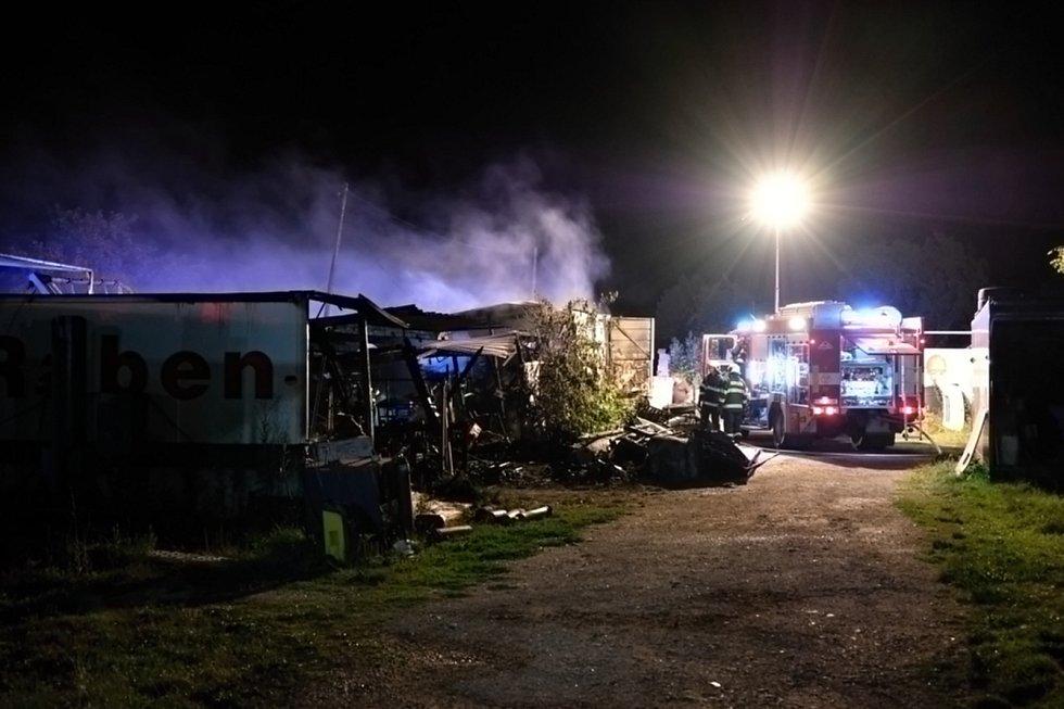 Požár garáže a dílny v Myslkovicích na Táborsku.