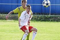Jan Stoszek (v bílém) obstaral dva góly vítězů.