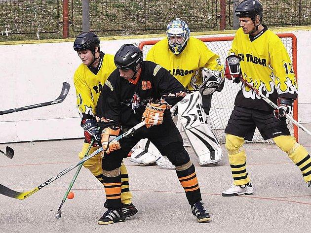 Táborští hokejbalisté si to ve finálové sérii oblastní ligy rozdají s Pískem.