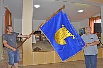 Radenín má novou vlajku a znak.