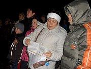 Zpívali mladí i starší obyvatelé Soběslavi.