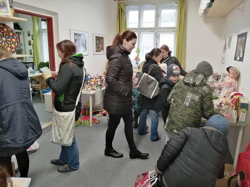 Díky početné návštěvě dobrých lidí ze Soběslavi i okolí se charitativní Vánoční bazárek organizace I MY proměnil ve skutečně kouzelné odpoledne plné radosti a pozitivní energie.