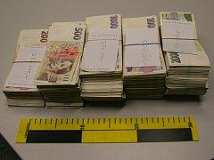 Zhruba tři miliony korun, které při vyšetřování případu objevili policisté.
