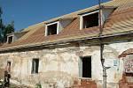Letos již 10. rokem obnovují nadšenci z borotínského spolku kulturního památku Starý zámek u zříceniny hradu Borotín.