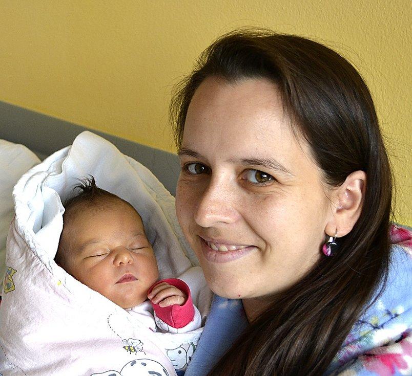 STELLA KRYSTKOVÁ Z BECHYNĚ. Narodila se 10. října v 9.16 hodin. Vážila 3650 g, měřila 49 cm a radost z ní má i bráška Lukášek (4,5).