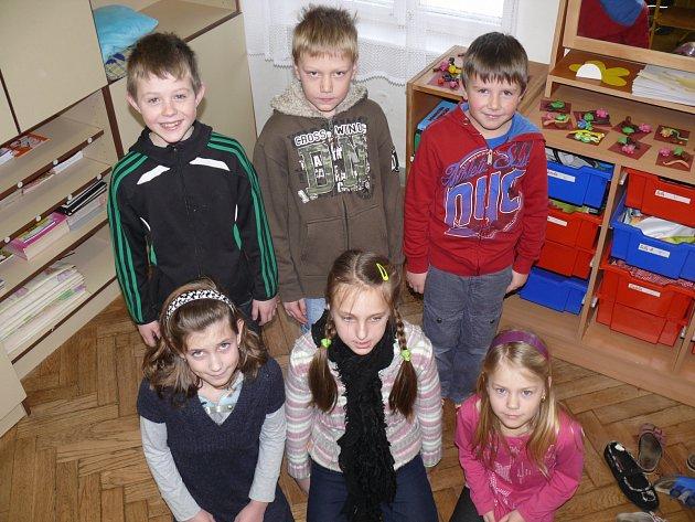JEŠTĚ NESLAVÍ. Kryštof, Vojtěch, Tomáš, Barbora, Adéla a Denisa ze Základní školy v Dražicích se zamýšleli, kdo je Valentýn a proč si ho dnes připomínáme.