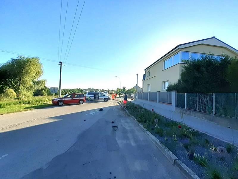 Střet auta s nákladním vlakem v Měšicích u Tábora.