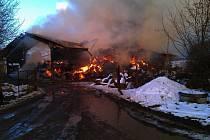 Požár skladu slámy v Borotíně