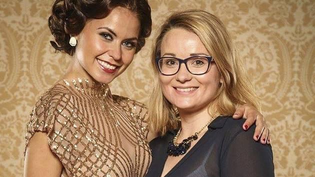 Lucie Loudínová (vpravo) a modelka s jejím vítězným stylingem.