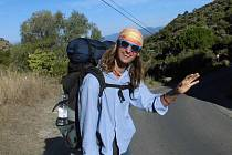 NEZTRÁCEL ÚSMĚV.  Patrik Kotrba z Chýnova s úsměvem na rtech putoval  pěšky do španělského Santiaga de Compostela. Na snímku  se loučí se španělským městem Roses.