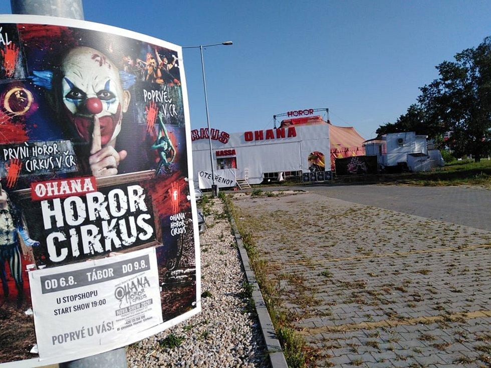 Jediný hororový cirkus v ČR hostuje do neděle v Táboře, představení trvá více jak dvě hodiny a zaručuje nevšední zážitek. Foto: Monika Stejskalová
