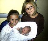 Leona Lišková z Plané nad Lužnicí. Narodila se 23. září v 10.41 hodin jako třetí dcera v rodině. Vážila 3850 gramů, měřila 49 cm  a už má sestřičky Natálku (11) a Nikolku (6).