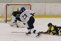 V prvním utkání zvítězili Pražané na domácím ledě těsně 4:3.