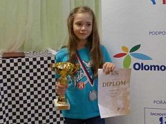 Dorota Veverková se stříbrnými proprietami z mistrovství republiky.