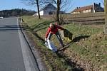 Letos už pojedenácté se pustili do úklidu okolí města členové mladovožického cyklistického klubu.