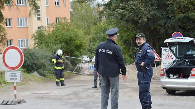 Na křižovatce ulic Bezručova a Dukelských bojovníků se našla letecká puma
